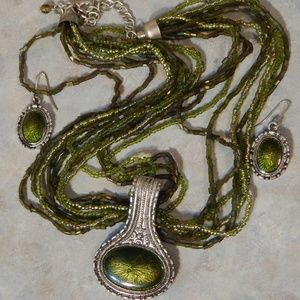 Gorgeous Green Necklace & Earring Set